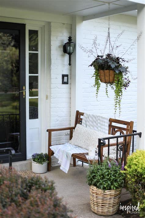 Comfortable Front Porch Decoration Ideas 45