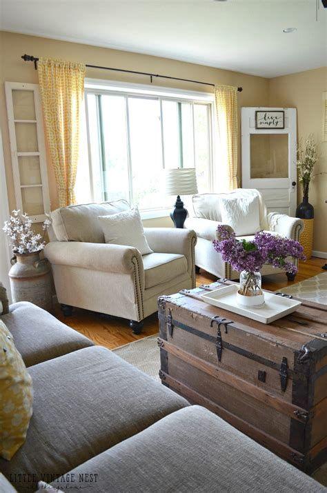 Creative Vintage Farmhouse Living Room 38