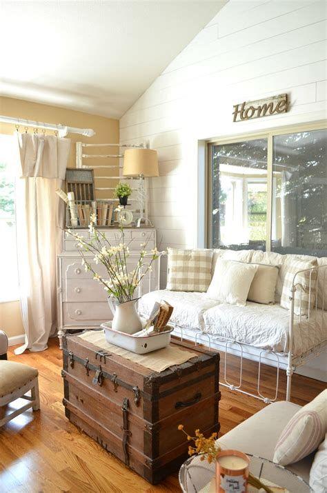 Creative Vintage Farmhouse Living Room 45