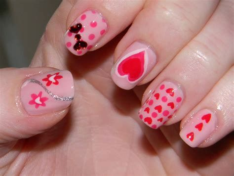 Cute Valentines Day Nails Art Ideas 01