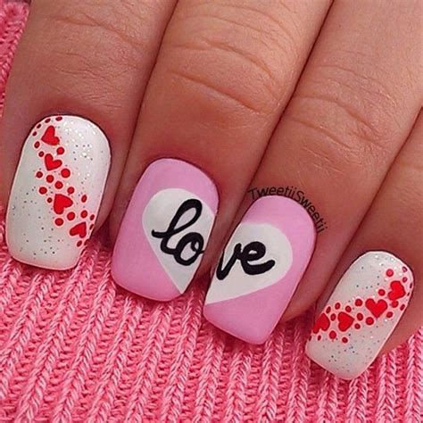 Cute Valentines Day Nails Art Ideas 25