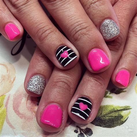 Cute Valentines Day Nails Art Ideas 42