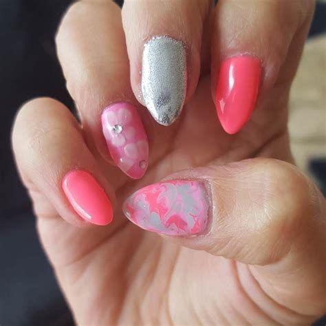 Inspiring Silver And Pink Nails 39