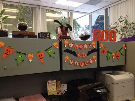 Stunning Thanksgiving Office Decorating Ideas 13