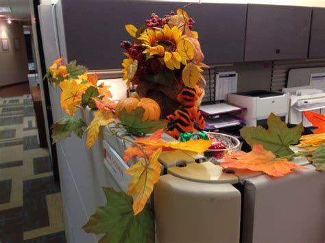 Stunning Thanksgiving Office Decorating Ideas 32