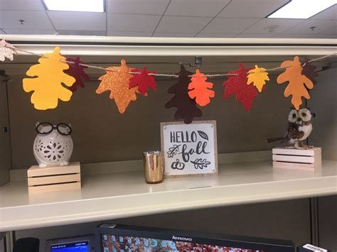 Stunning Thanksgiving Office Decorating Ideas 34
