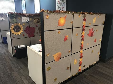 Stunning Thanksgiving Office Decorating Ideas 36