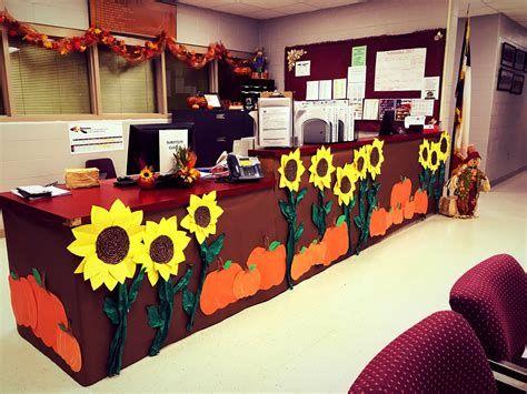 Stunning Thanksgiving Office Decorating Ideas 37