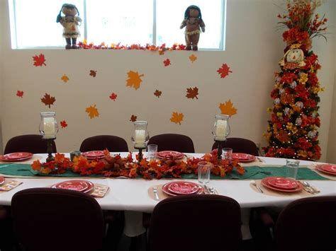 Stunning Thanksgiving Office Decorating Ideas 38