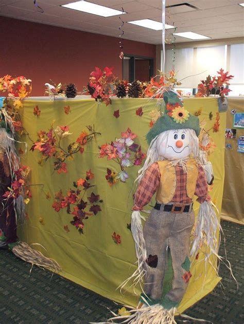 Stunning Thanksgiving Office Decorating Ideas 39