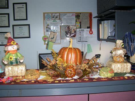 Stunning Thanksgiving Office Decorating Ideas 40