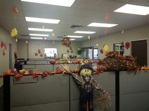 Stunning Thanksgiving Office Decorating Ideas 41