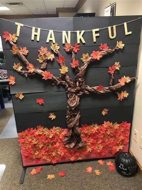 Stunning Thanksgiving Office Decorating Ideas 42
