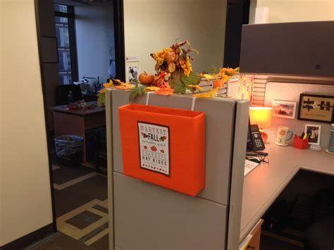 Stunning Thanksgiving Office Decorating Ideas 43