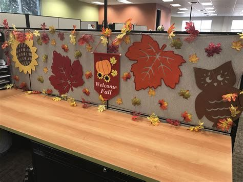 Stunning Thanksgiving Office Decorating Ideas 46