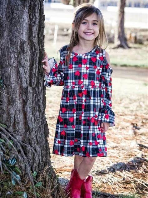 Stylish Girls Valentines Day Dress Ideas 16