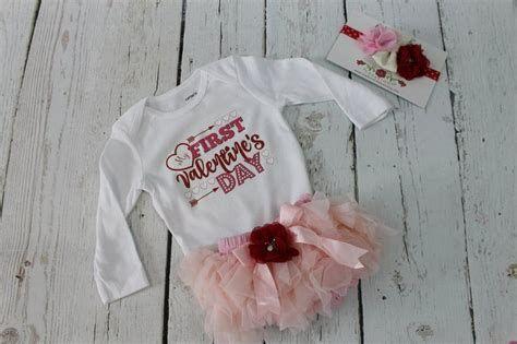 Stylish Girls Valentines Day Dress Ideas 19