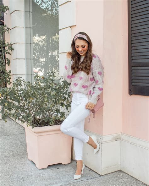 Stylish Valentines Day Outfits Ideas For Women 01