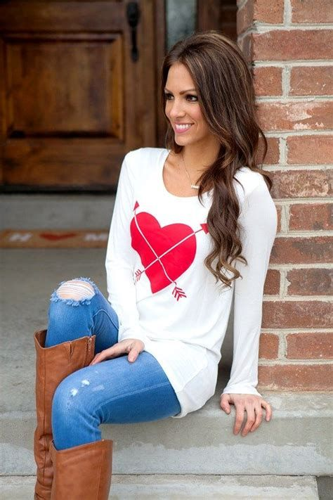 Stylish Valentines Day Outfits Ideas For Women 25