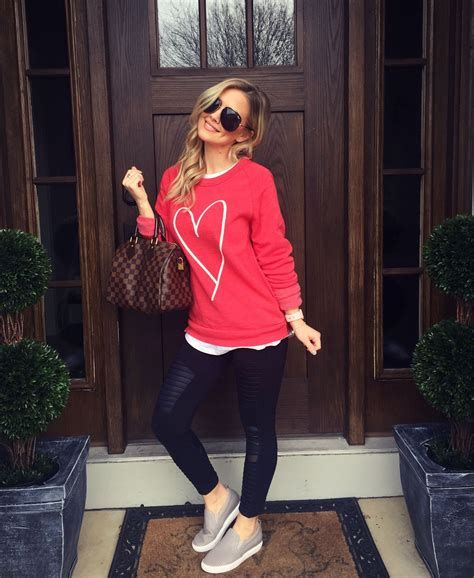 Stylish Valentines Day Outfits Ideas For Women 28