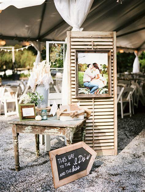 Totally Comfy Country Wedding Decoration Ideas Diy 40