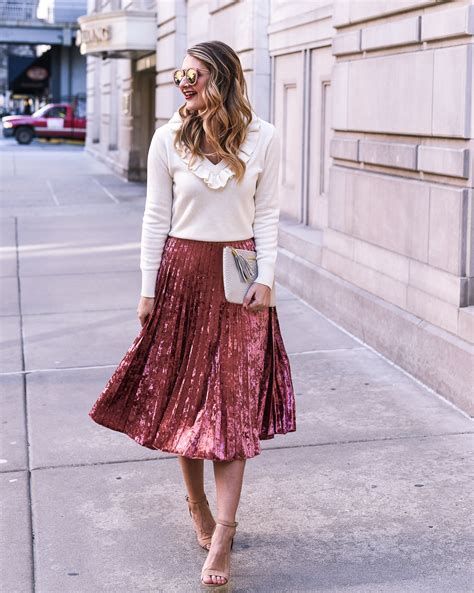 Trending Outfits For Valentines Day 19
